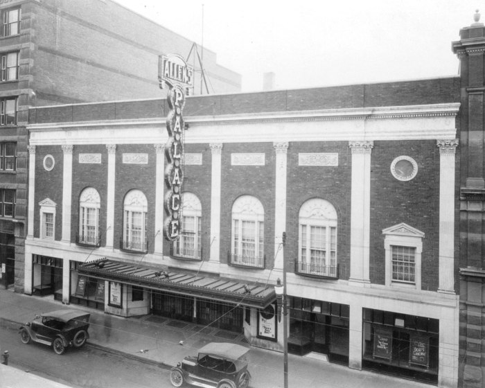 CALGARY'S PALACE THEATRE IN THE 1920s - DANCERS STUDIO WEST TO RESTORE IT. (W.J. Oliver, photographer)DATE PUBLISHED AUG. 11, 2004. PAGE  B2 *Calgary Herald Merlin Archive*